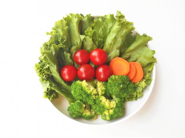 ルテインとは、ほうれん草やブロッコリーなどの緑黄色野菜に多く含まれるカロテノイドの一種です。